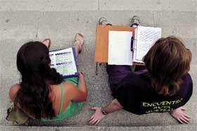 ninos-estudiando