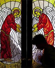 silueta-persona-rezando