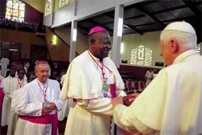 el-papa-con-obispos-camerun