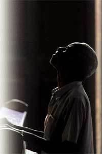 cubano-toca-organo