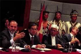 reunion-pueblos-de-peru