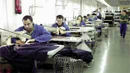 Trabajadores-taller-costura