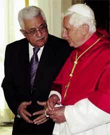 El Papa y Mahmoud Abbas