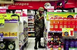Soldado-en-supermercado