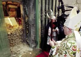 Julián Barrio abre la Puerta Santa