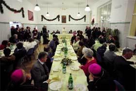 El 27 de diciembre, el Papa participó en un almuerzo organizado por Sant'Egidio con los pobres de Roma