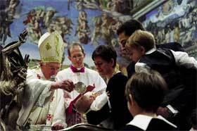 El Papa bautizó a 14 bebés en la Solemnidad del Bautismo del Señor, el domingo 10