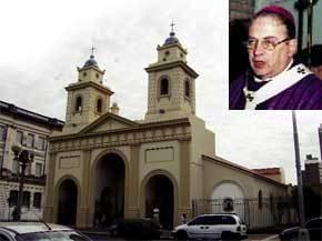 El arzobispo Storni. A la izquierda, la catedral de Santa Fe