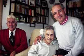 Pepe Utrera, de la Asociación Amigos de Lolo, Luci Lozano y el sacerdote Javier Díaz Lorite