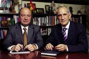 Juan Antonio Ojeda (izquierda) con su predecesor, Manolo de Castro, en la sede de Escuelas Católicas
