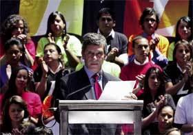El aspirante del Partido Liberal a la presidencia de Colombia, Rafael Pardo, presentando su candidatura