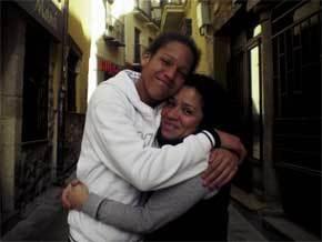 Audrie Sevilla con su hijo