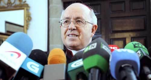El arzobispo de Santiago, Julián Barrio, durante la rueda de prensa