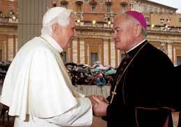El Papa, con el obispo irlandés Magee