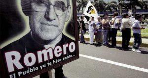 peregrinación del pueblo en El Salvador por monseñor Romero