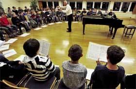 El hermano del Papa dirigió a los 'Domspatzen' o cantores de la Catedral años después de los abusos
