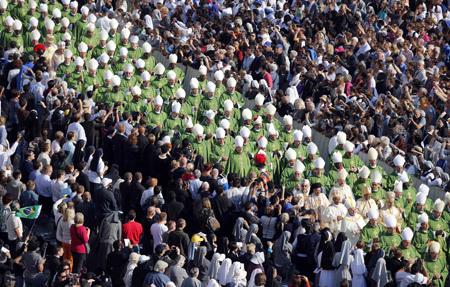 procesión de obispos en la Apertura del Año de la fe 11 octubre 2012