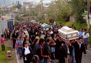 funeral por las víctimas del terremoto Guatemala noviembre 2012