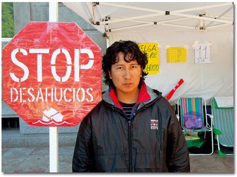 persona afectada por la crisis en protesta contra los desahucios