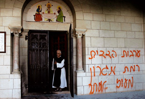 pintada anticristiana en el monasterio de los trapenses en Latrún cerca de Jerusalén