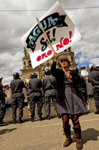 protesta en Perú contra los daños de la minería en el medio ambiente y la población