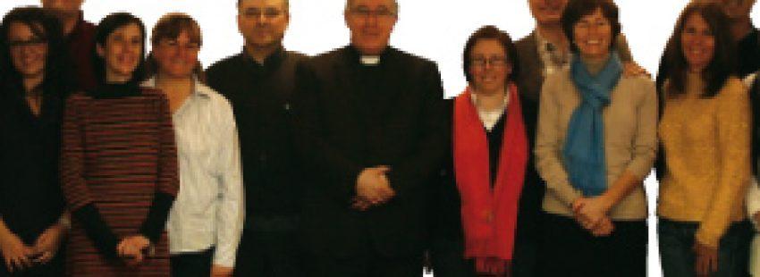 obispo Josep Angel Saiz Meneses con miembros COF Terrasa