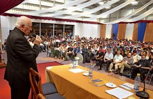 obispo de Santiago de Chile Ricardo Ezzati en primer Congreso Jóvenes Católicos Chile