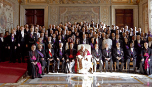 papa Benedicto XVI con embajadores Cuerpo Diplomático discurso 2013