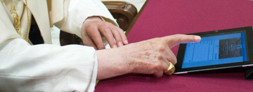 papa Benedicto XVI envía su primer tuit mensaje en Twitter