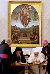 papa Benedicto XVI con ortodoxos griegos en 2007