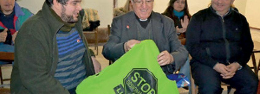 Joan Piris obispo de Lleida con miembros Plataforma Afectados Hipotecas