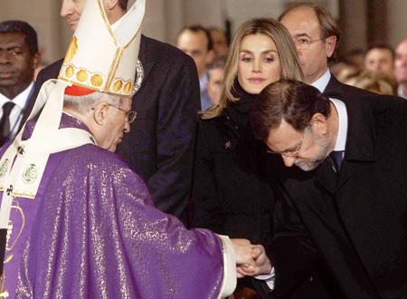 presidente Mariano Rajoy saluda al cardenal Antonio María Rouco