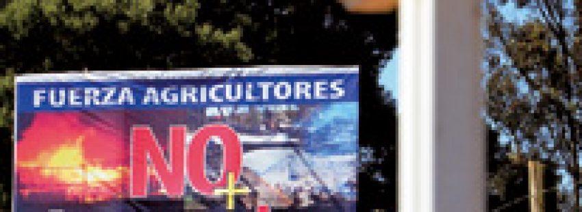 cartel contra los atentados al pueblo mapuche en la Araucanía chilena