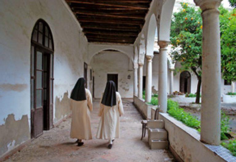 dos religiosas en el Monasterio de Santa María de Cádiz