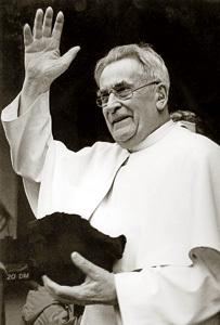 padre Werenfried fundador de Ayuda a la Iglesia Necesitada