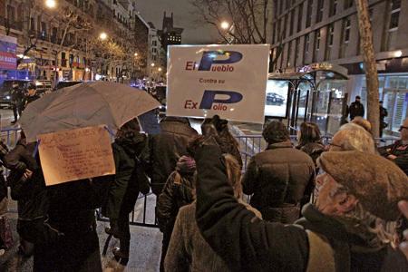 protesta de ciudadanos contra el PP y la corrupción de partidos políticos