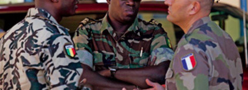 soldados de Francia y Malí cooperan en la intervención contra los extremistas