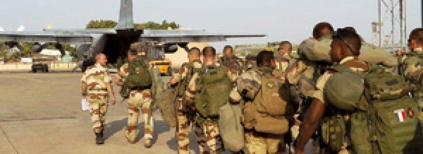 soldados franceses camino de Malí para la intervención militar contra el islamismo