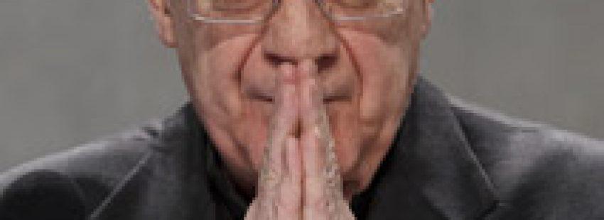 Federico Lombardi ante los medios tras conocerse la dimisión del Papa