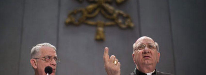 motu proprio papa Benedicto XVI adelanto cónclave Federico Lombardi y Pier Luigi Celata rueda de prensa 25 febrero