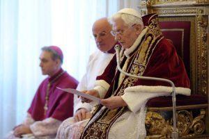papa Benedicto XVI lee su renuncia 11 febrero 2013