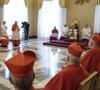 Un anuncio emocionado, el estupor de los cardenales y periodistas fibrilando