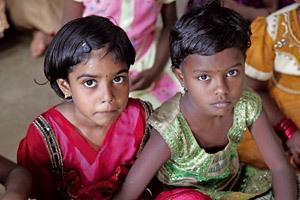 dos niñas en la India