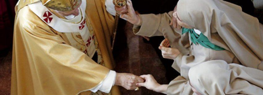 papa Benedicto XVI con religiosas