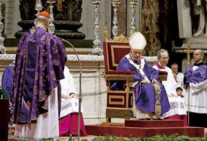 cardenal Tarcisio Bertone despide al papa Benedicto XVI miércoles de Ceniza 13 febrero 2013