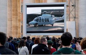 papa Benedicto XVI en helicóptero desde Plaza San Pedro