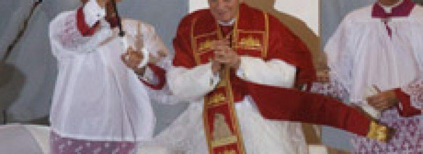 papa Benedicto XVI en Madrid JMJ 2011 lluvia Cuatro Vientos