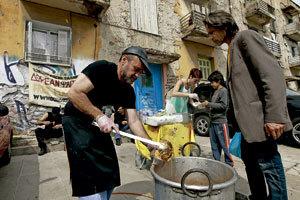 dos hombres pobres en Grecia