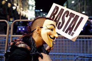 chico protesta contra la corrupción política