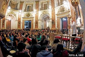 vigilia con los jóvenes en la basílica de los Desamparados de Valencia